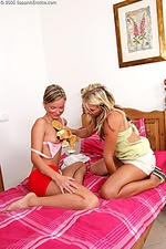 Two blonde babes fuck each other to a climax