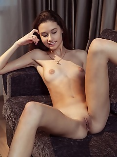 Show naked body