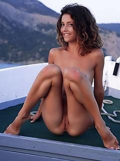 Naked beauty on the sea