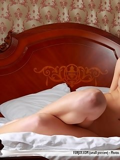 Blonde sweetheart with an elegant appeal, feeona a happily showcases her smooth legs and pussy