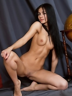 Raven-haired new model with amateur looks and natural beauty.