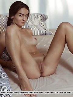Onorin onorin displays her slender, tanned body and delectable pussy as she poses on the bed.