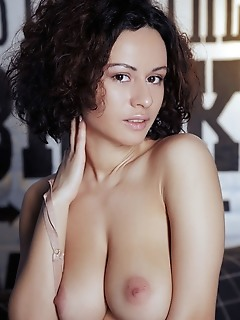 Pammie lee curly-haired pammie lee shows off her big tits and sweet pussy on the sofa.