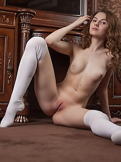 Perfect nude lady