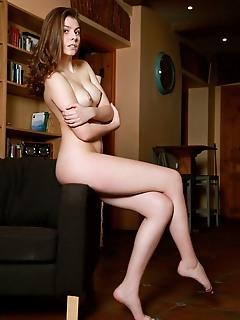 Lauren swift seductive lauren swift bares her meaty ass as she strips on the chair.