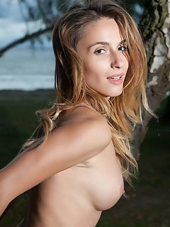 Marisa nicole shows off her round, firm, and luscious breasts as she shamelessly bare her gorgeous body in front of the camera.