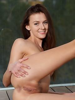 Kira zen kira zen shows off her long and slender body with beautiful toned legs
