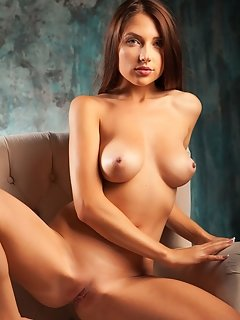 Hippie goddess stephie love teasing and seducing with her tight, nubile body