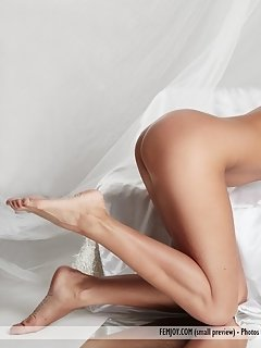 Elsa portrays an enchanting ballerina who is ready to put on an erotic show just for you.