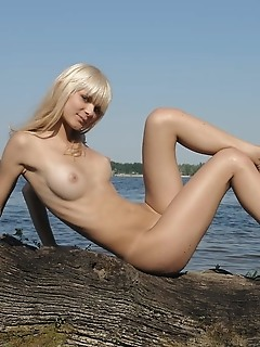 Exciting erotica vagina models free nude pictures of 18 year amour angels girls