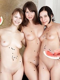 Juicy lesbian party