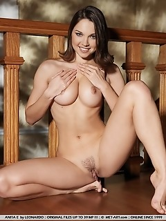 Charming debutante with sexy smile and stunning physique.