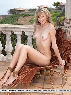 Jennifer love jennifer love showing off her bikini-perfect body with sexy, confident poses