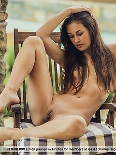 Milana g spreads herself wide open and flaunts her sexiness