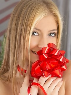 With her refreshing smile, confident personality, and tight body, innes a is a blonde beauty that we