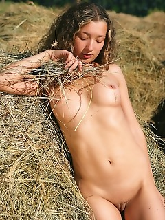 Free sexy pictures of sexy topless girls free naked pics gallerys russian model nude
