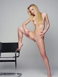 Pictures nice-looking girl nude art teens
