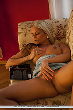 Star the life erotic nude art